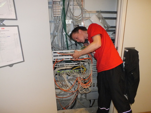 Gutt som arbeider med nettverk i eit nettverksskap