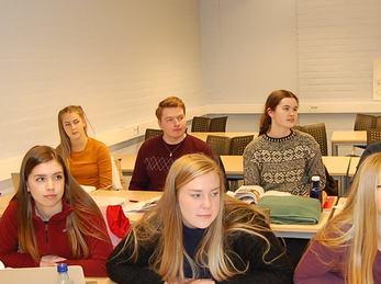 Elevar i klasserom som har undervisning i sosiologi