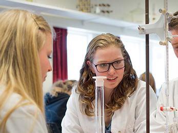 Elevforsøk på kjemilab