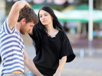 Mann og kvinne danser