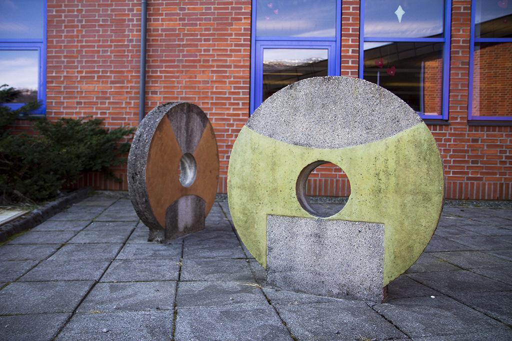 Kunstnerisk utsmykning stein.jpg