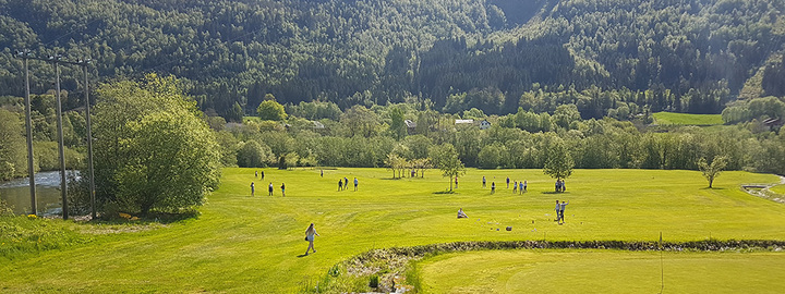 Elevar på golfbana på Stokkenes