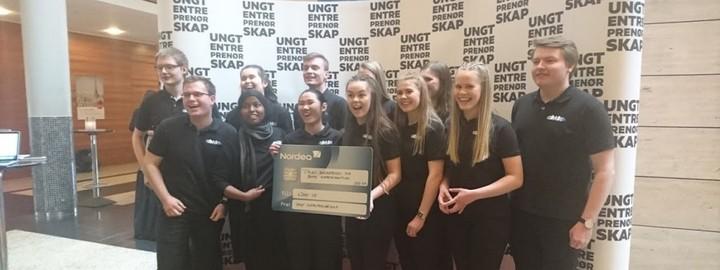 ungdomsbedrifta aDABt UB poserer etter å ha vunne NM med beste forretningsplan