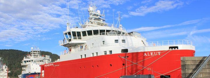 Båten Aleut til kai.