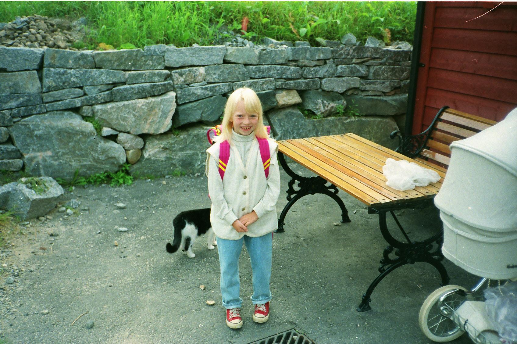 Annette sin første skuledag 01.jpg