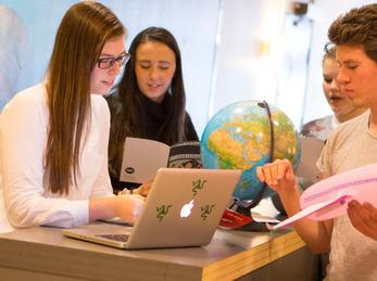 Fire elevar frå service og samferdsel i studieprosjekt