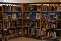 På biblioteket finn du masse interessant litteratur.jpg