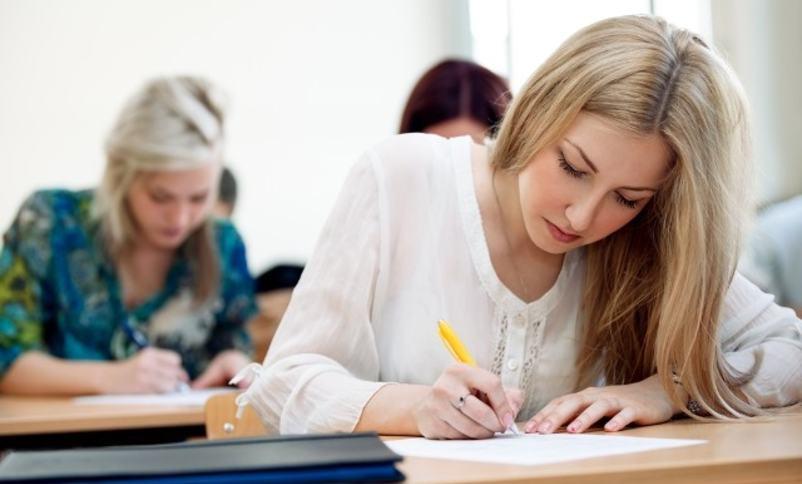 Elev som skriv på prøve
