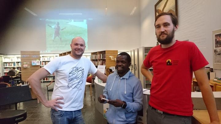 Torgeir Halvorsen har lenge vore med å styre FK samarbeidet mellom Flora og Malawi, Sandram Tchuwa frå Malawi som jobbar på Flora vgs og Jon Martinsen Strand som er leiar i Kumudzi Kuwale Ltd.