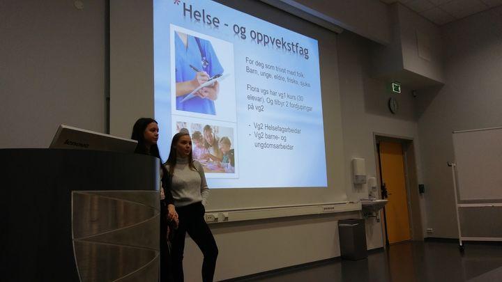to elevar gjev informasjon om korleis det er å vere elev på Flora vgs