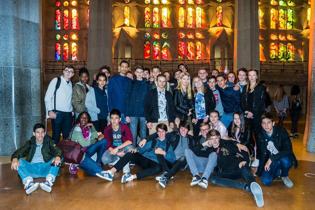 Elevar frå Hafstad vgs utanfor Sagrada Familia