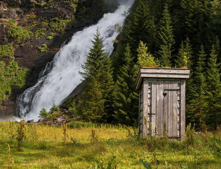 The sound of rushing water should spare any blushes in Norway's most astounding privy © Roelof Nijholt / 500px