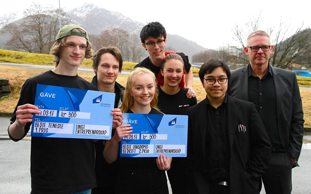 2mka med ungdomsbedrifta Bit & Byte vann tre prisar på Fylkesmessa, foto - Johnny Flaten.jpg