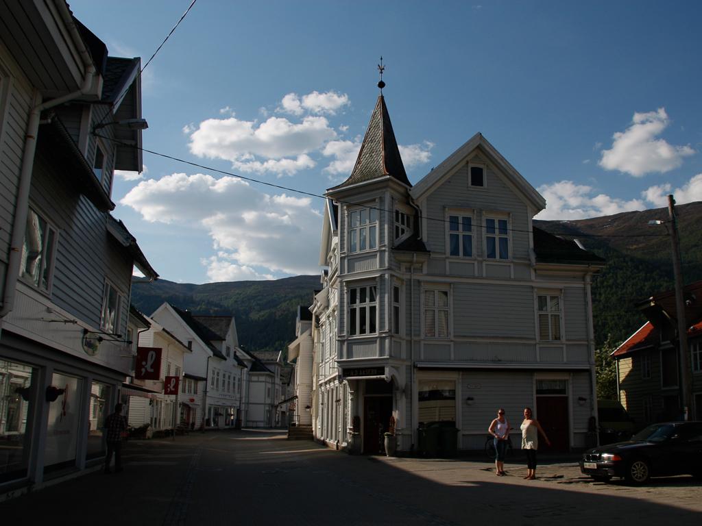 Bilete av bygningar i Eidsgata.