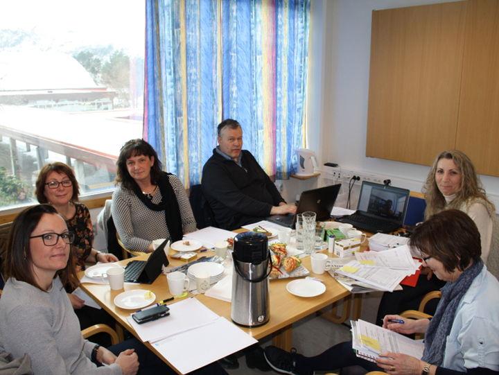 Frå venstre: Barbro Farstad Longva, Selje Kommune, Jeanette Jensen, Vågsøy Kommune, Randi Ytrehus, Bremanger Kommune, Kåre Nordpoll, Svanhild Kvalheim Barmen og Elvida Grabus Måløy Vidaregåande Skule.