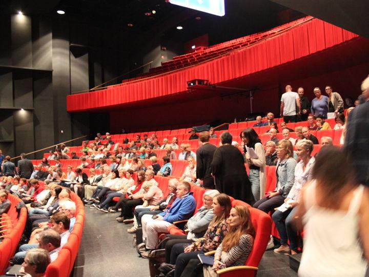 Tilsette frå dei vidaregåande skulane samla i Operahuset på Eid
