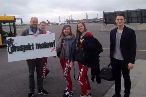 bilde av tidlegare elevar som har vore med i Malawi-prosjektet, her i transit i Oslo