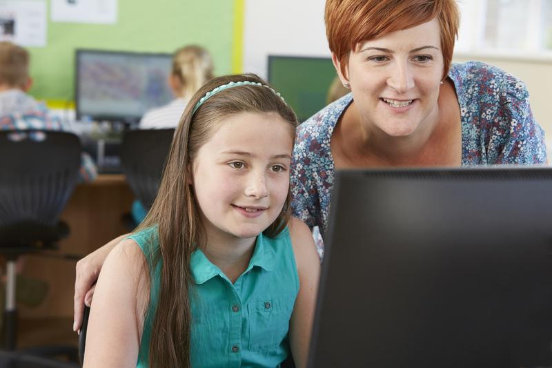 DIGITAL KOMPETANSE: UiA har fått 16 millioner kroner som går til styrking av profesjonsfaglig digital kompetanse i grunnskolelærerutdanningen. (Ill. foto: Colorbox)