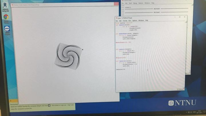 Bilde vider ei datamaskin med programmeringsspråk