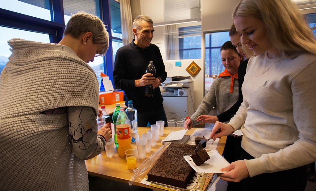 C Feiring med kake.jpg
