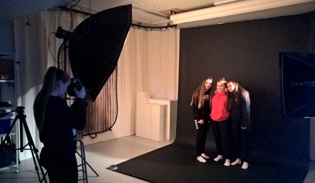Foto i studio, Medium og kommunikasjon - utdanningsval, foto Mona fossdal.jpg