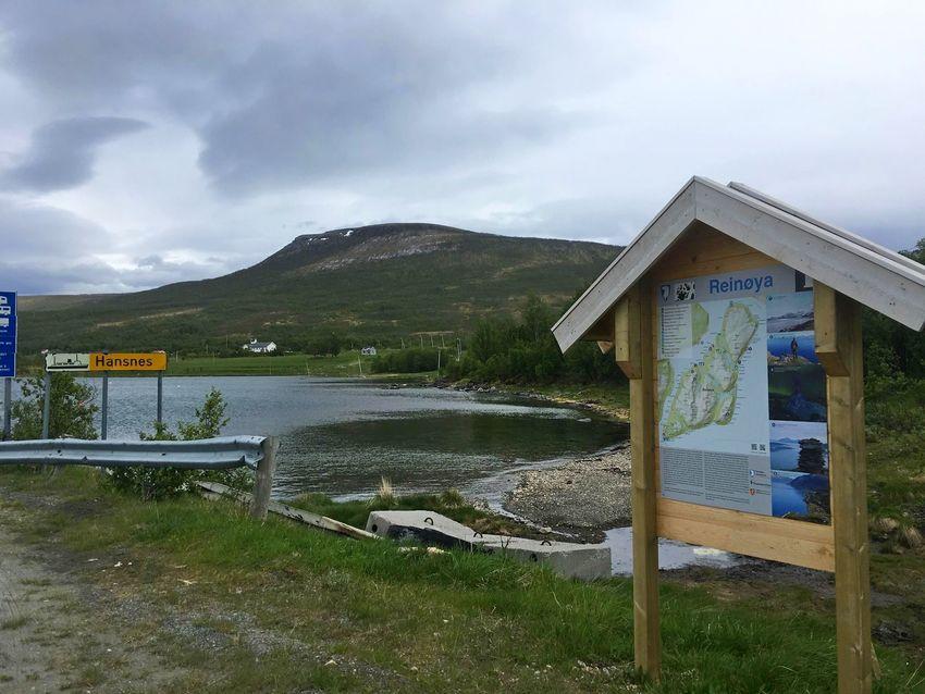 Informasjonstavle på fargeleiet på Reinøya. Foto: Tine Marie Hagelin
