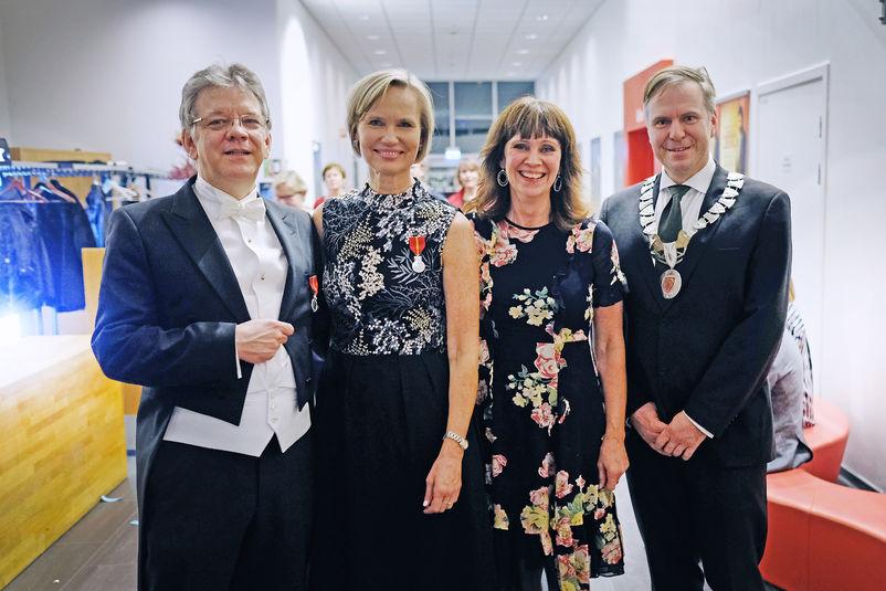 Bilete av Michael og Kari Standal Pavelich, Jenny Følling og Alfred Bjørlo.