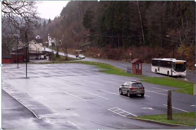 Bilde av parkeringsplassen på Grovane