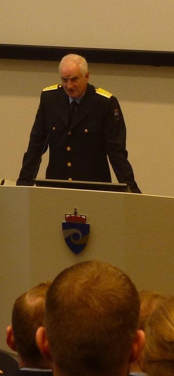 P1010520 -utsnitt 359x775 Hans-Jørgen Brucker.jpg