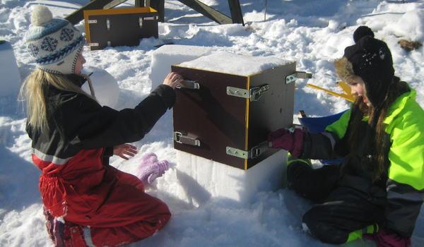 Barn_snøforming_Polarsirkelen
