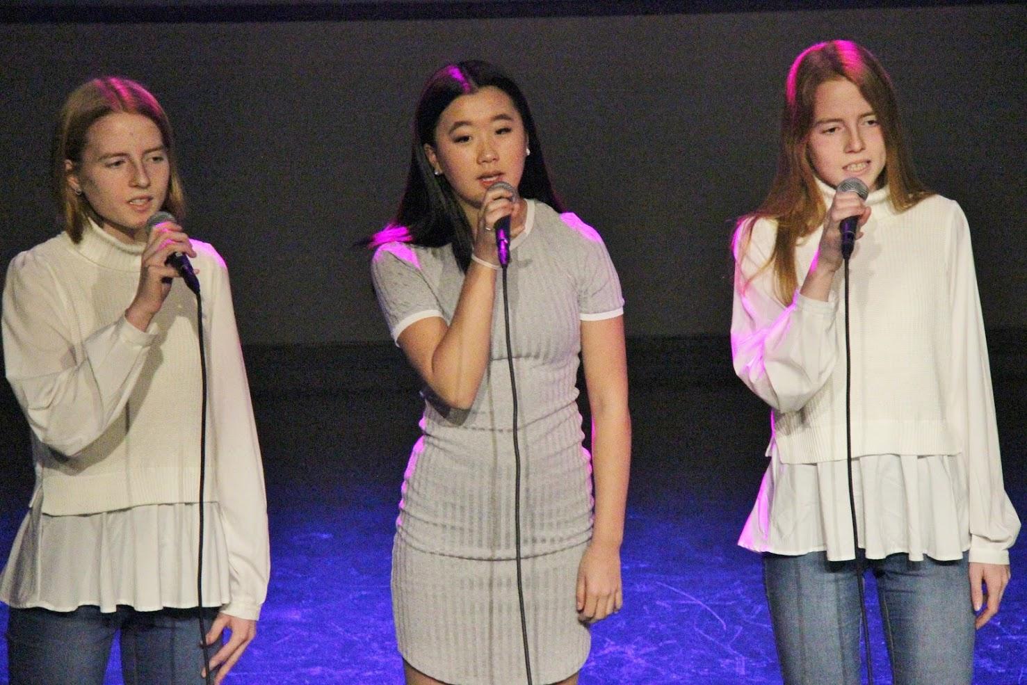 Syngende jenter