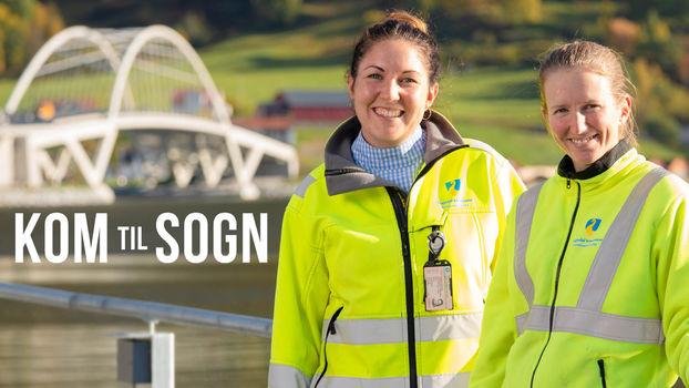To kvinnelige tilsette ved kommunalteknikk i Sogndal, med Loftesnesbrua i bakgrunnen