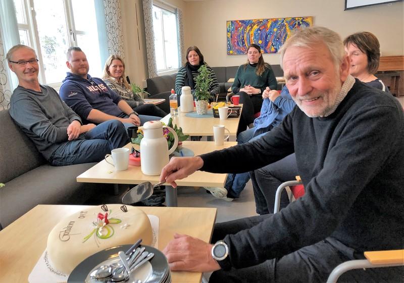 Ole Per Strædet kutter kake på lærerværselet