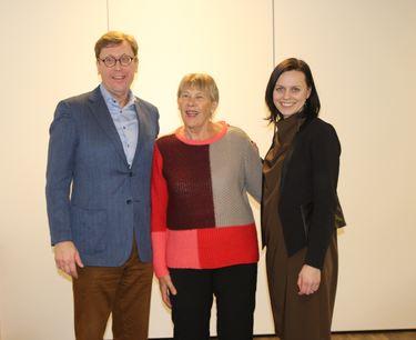 Fra venstre adm. dir. i Husbanken, Osmund Kaldheim, styreleder i Vennesla boligstiftelse Inger Turid Tonstad og statssekretær Aase Marthe Horrigmo
