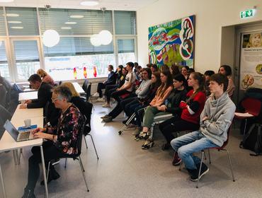 Elevane i klasse 1sta var observatører på kommunestyremøte i Eid kommune