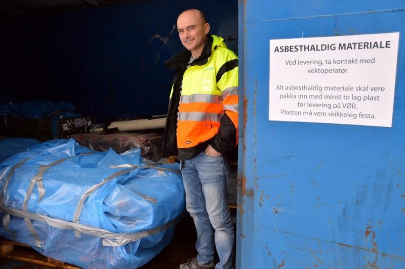 husk-a-pakke-asbest-inn-i-dobbelt-lag-med-plast_00592_00_06.jpg