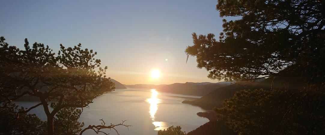 Utsikt over Tussvik, utover Sognefjorden, foto KHB