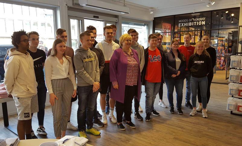 Vg1 Service og samferdsel møter Statsminister Erna Solberg   Foto: Stryn vgs