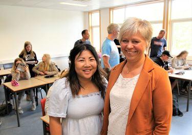 Digitaliseringsveileder Kari Gjerald og rektor Anne Marie Robstad Hagen.