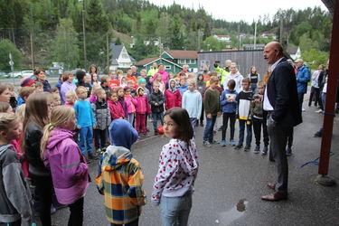 Fest i skolegården på Samkom