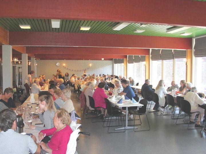 Det var mange samla til eldredag på Måløy Vidaregåande Skule