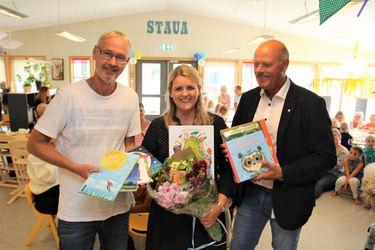 Oppvekstsjef Steinar Harbo, enhetsleder Marianne Wegge og ordfører Nils Olav Larsen