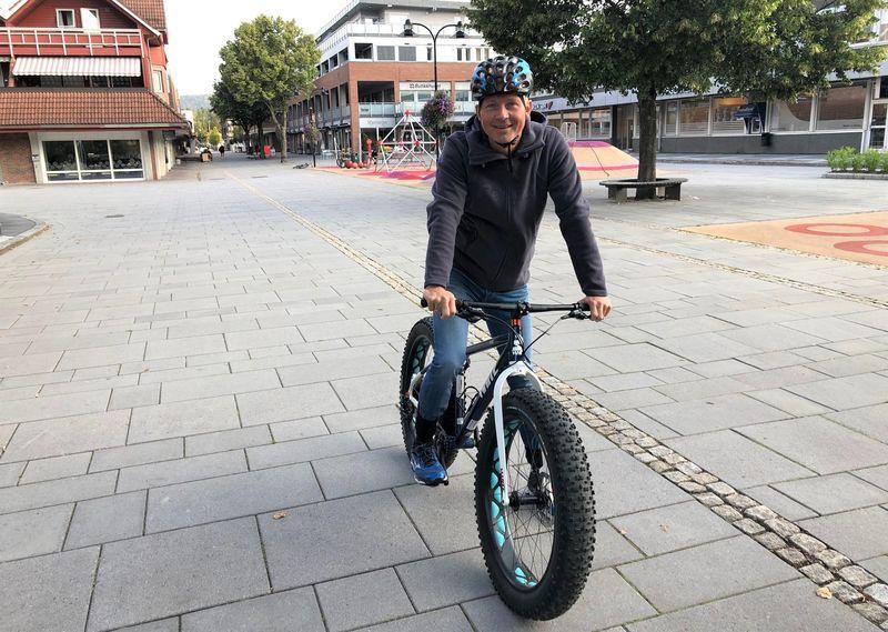 Kjell Einar Gaustad på sykkelen sin.