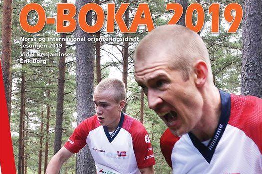 Forsiden til O-boka 2019 preges av kometen Kasper Fosser og Olav Lundanes, gutta som tok dobbeltseier på VM langdistanse i orientering i Norge og Østfold i høst.