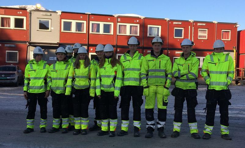 Vg1 Bygg og anlegg på besøk hos YIT Jølster    Foto: Ørjan Molnes Olsen