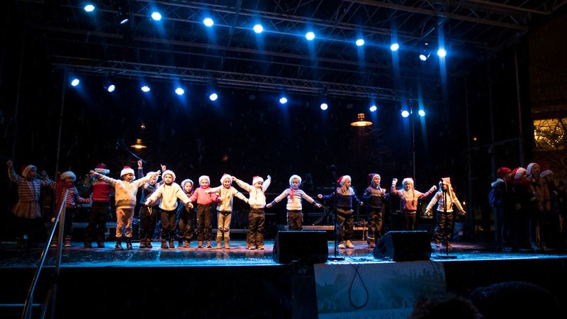 flere hundre barn fra distriktets kulturskoler opptrer i Julegada