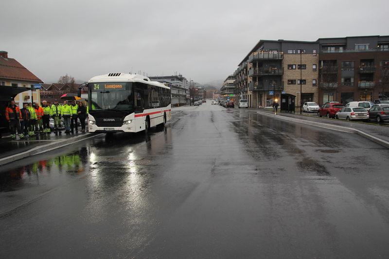 God plass ved det utvidede busstoppet i Sentrum.