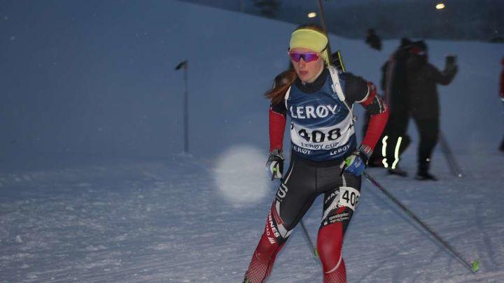 Så nære, så nære Maren Hjelmeset Kirkeeide frå Markane IL/ Stryn Vgs tok 2. plassen i klassa K17 år, berre 1/10 dels sekund bak 1. plassen  Foto: Nordfjord Team Skiskyting