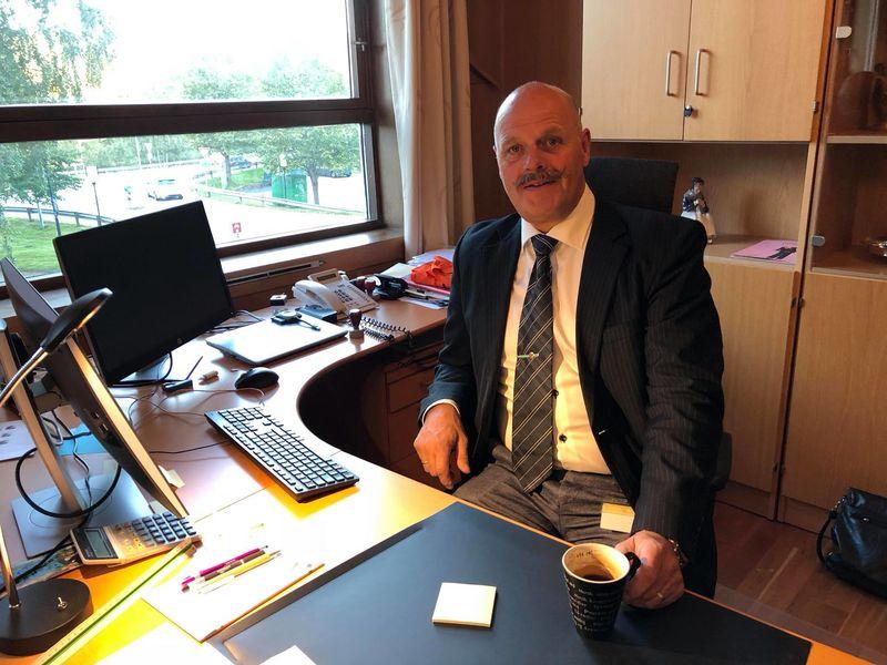 Ordfører Nils Olav Larsen oppfordrer oss til å komme i gang med en mest mulig normal hverdag
