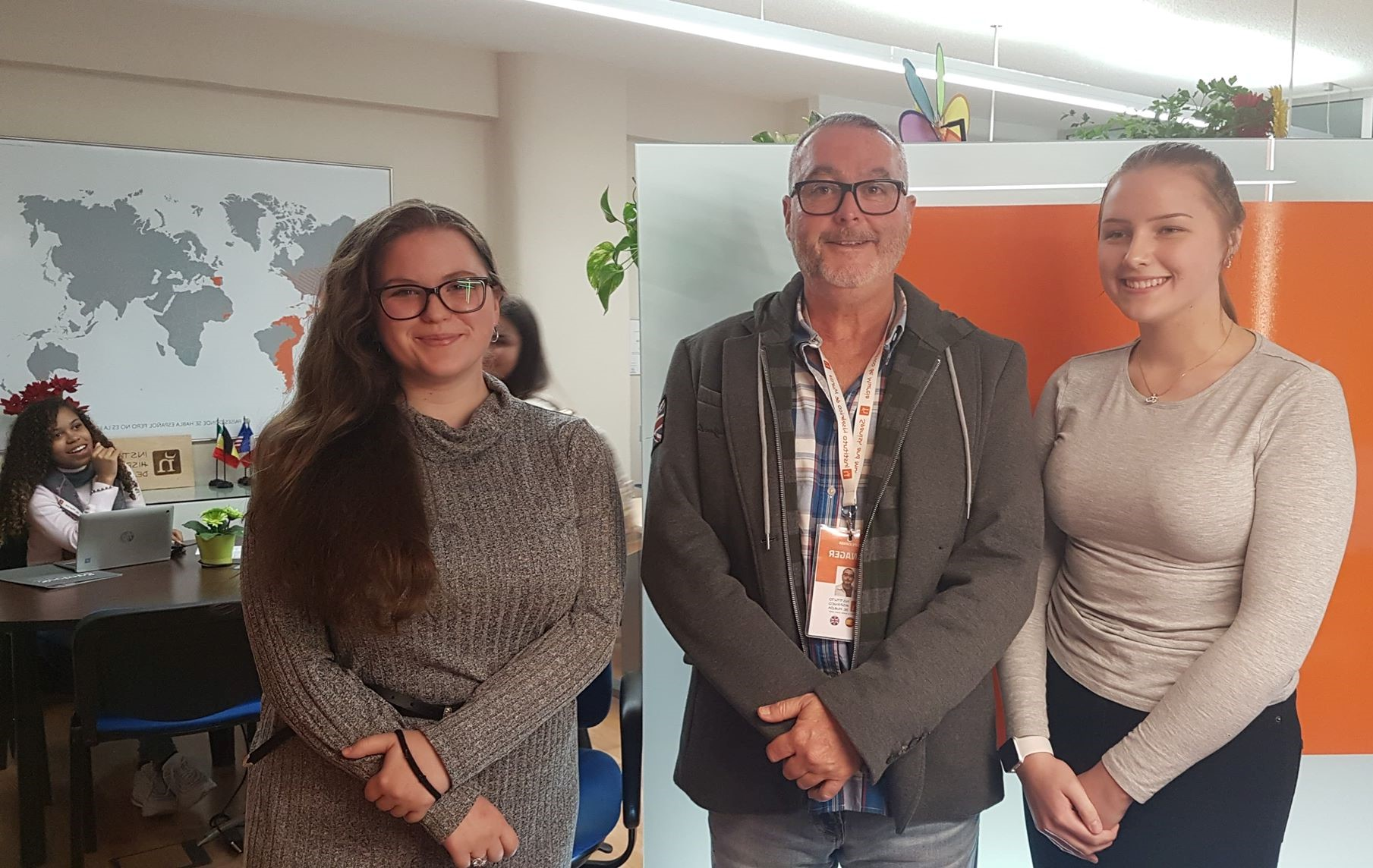 1 Instituto Hispanico de Murcia Lise Fure Håvik , Felipe Espada (manager) og Lucia Trvalcova.jpg